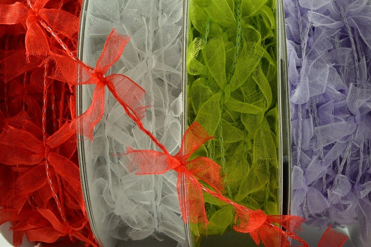 88013 - 25mm Coloured Wired Bow Garland (10 Metres)