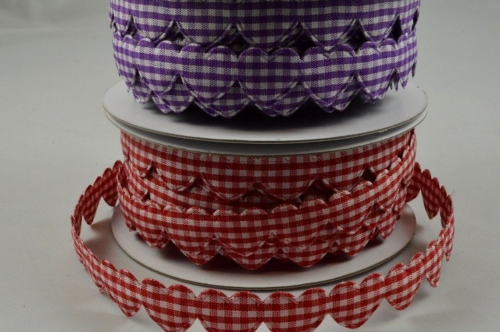 88152 - 15mm Gingham Fabric Hearts x 10 Metre Length!